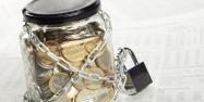 Банки должны приостанавливать операции по личным счетам ИП, но только в пределах налоговой задолженности